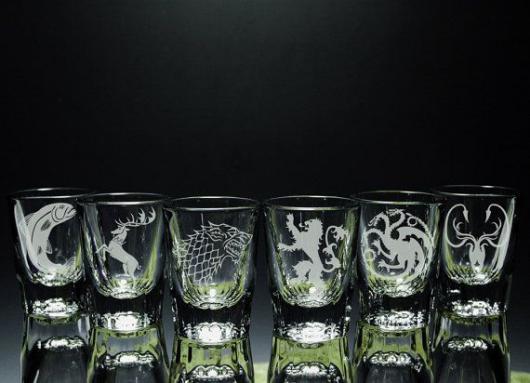 لیوان نوشیدنی با نماد خاندان ها