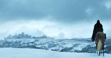 Winterfell 703 Arya Arrival Zoom 375x195 - تماشا کنید: تیزر جدید فصل آخر سریال با عنوان سردابه وینترفل!