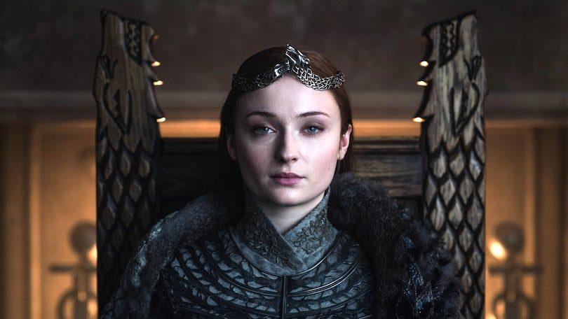 20 Helen Sloan HBO icxih2 810x456 - واکنش های منفی به پایان سریال بازی تاج و تخت میتواند پایان کتابهای نغمه یخ و آتش را تغییر دهد؟
