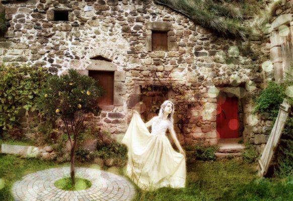 03 The Red Door I by HisGeenky ... 582x400 - تحلیل و بررسی تمام رویاها و الهاماتی که دنریس در خانه نامیرایان دید