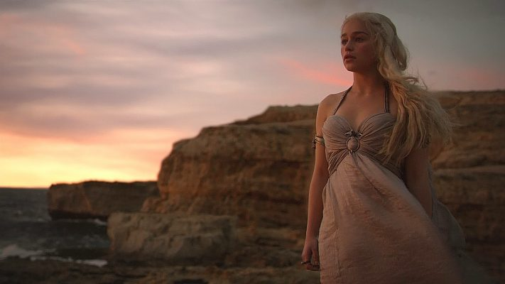 14 Daenerys and Drogo Wedding Night 711x400 - تحلیل و بررسی تمام رویاها و الهاماتی که دنریس در خانه نامیرایان دید