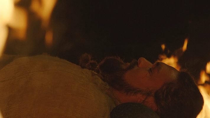 17 Khal Drogo Dying In Fire 711x400 - تحلیل و بررسی تمام رویاها و الهاماتی که دنریس در خانه نامیرایان دید